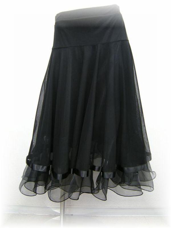 白と黒のスカート
