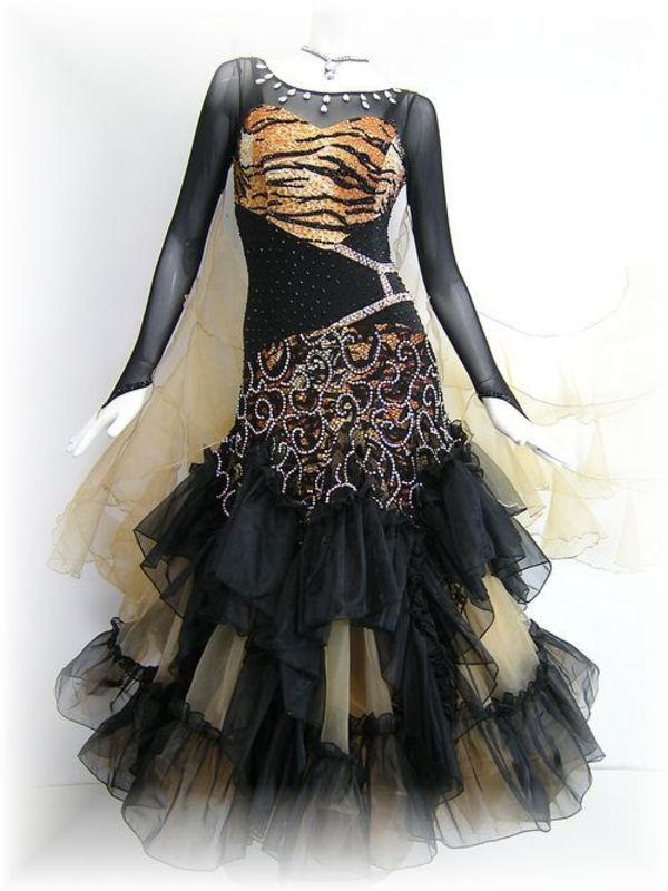 今月の新作ドレス!入荷しました!!