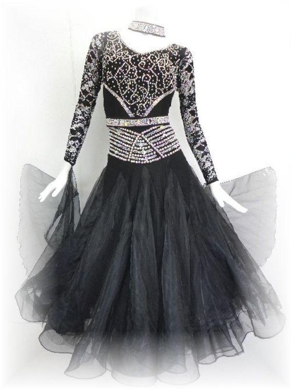 新作!シックな趣のブラックドレス