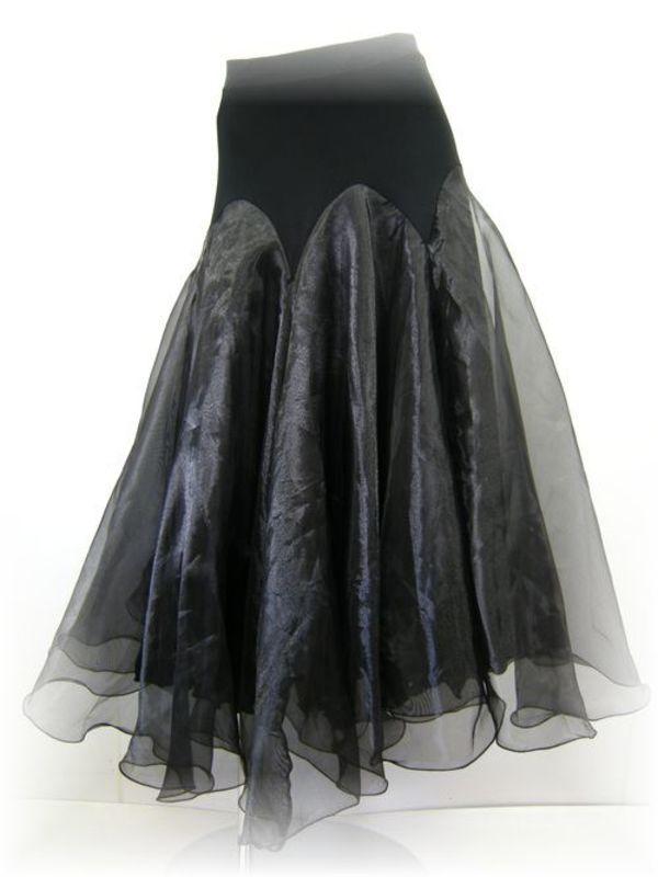 新入荷!軽やかな雰囲気のロングスカート