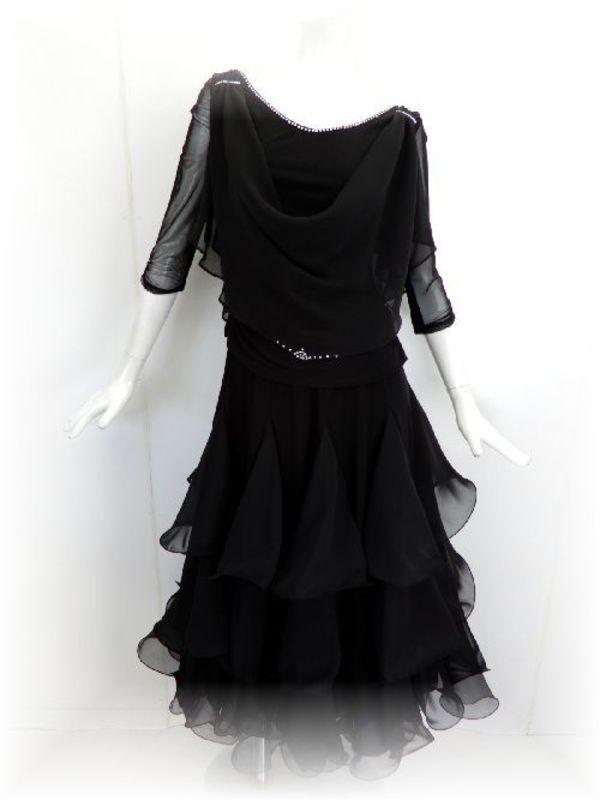シフォンのブラックスーツ