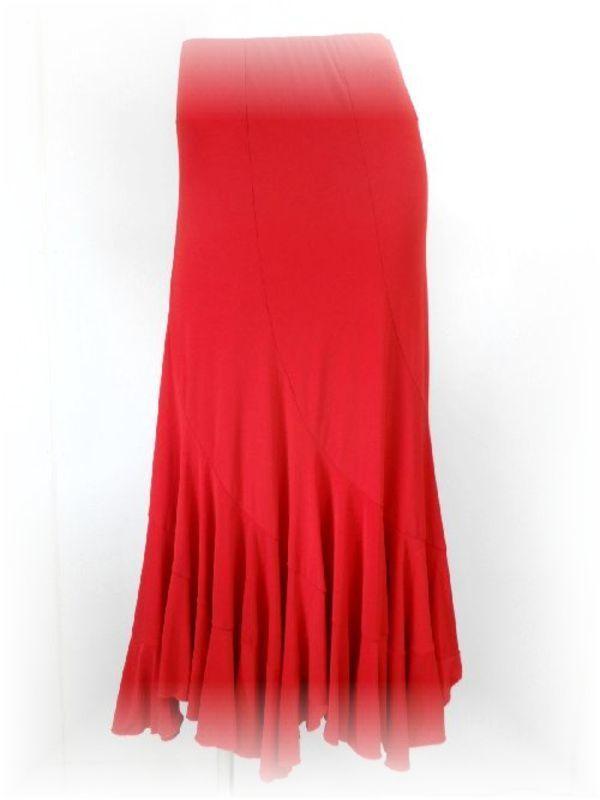 赤いロングスカート