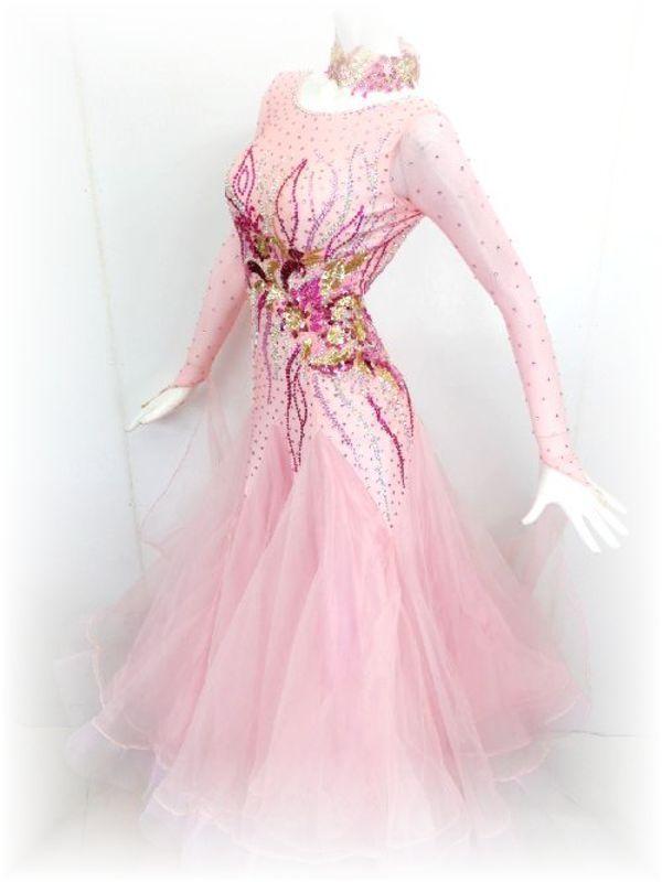 新入荷!淡いピンクのスタンダードドレス