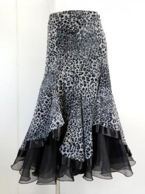 《高品質》【sk701】社交ダンスロングスカート 重ね着風 裾テープ ヒョウ柄 グレー