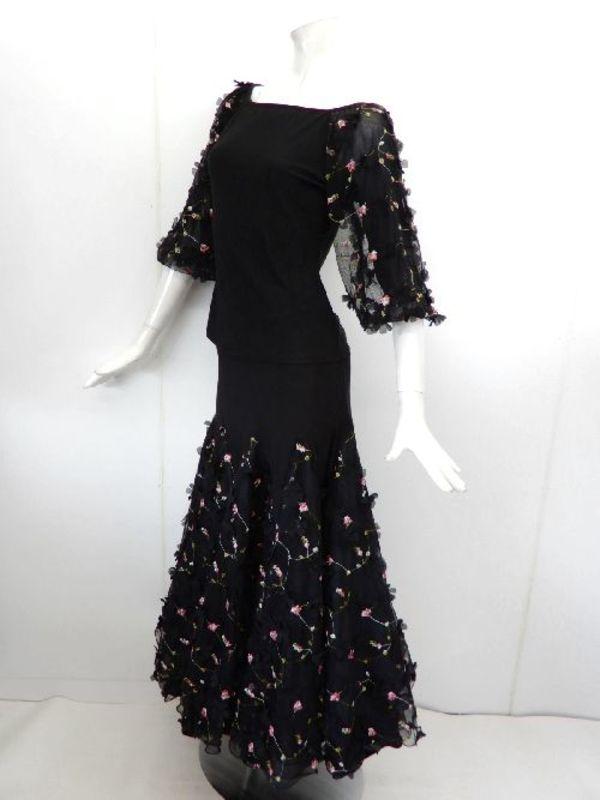 【su442】社交ダンス上下スーツ 花びら付 バルーン袖&ロングスカート ブラックピンク