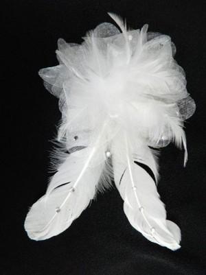 《特価品》【ac089】コサージュ 羽色 ホワイト