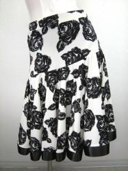 新柄♪【ss676】ミディアムスカート 裾テープ口 バラ柄ホワイト×ブラック