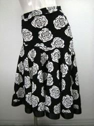 新柄♪【ss677】ミディアムスカート 裾テープ バラ柄ブラック×ホワイト
