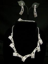 お買得【a768】4点セット ネックレス&イヤリング&ブレス&リングセット なびく ホワイトシルバー