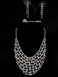 お買得【a769】4点セット ネックレス&イヤリング&ブレス&リングセット 重ね ホワイトシルバー